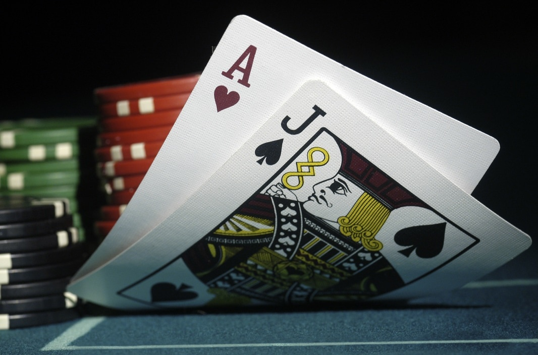 Table Games at Edgewater Hotel & Casino Resort